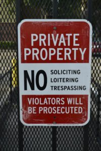 no trespassing sign, private property